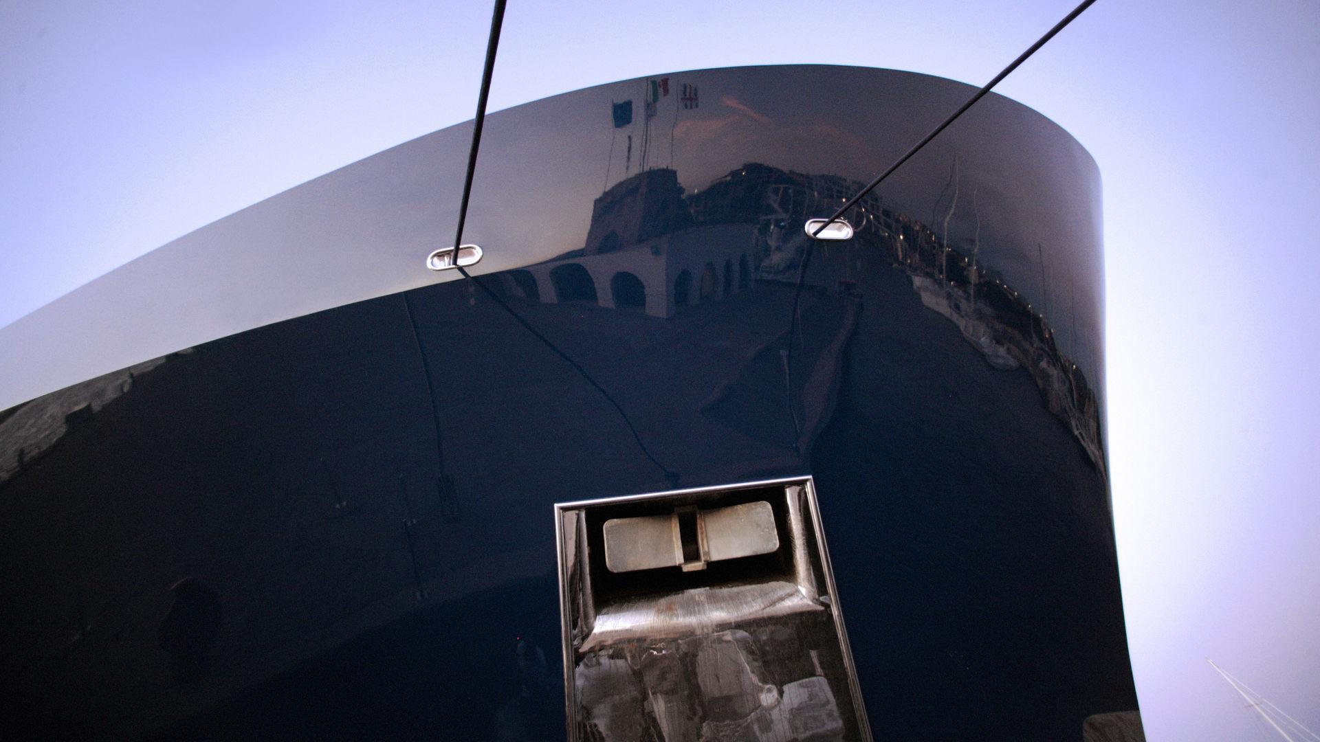 Marina di Olbia - Rifornimento di carburante xz9v2178