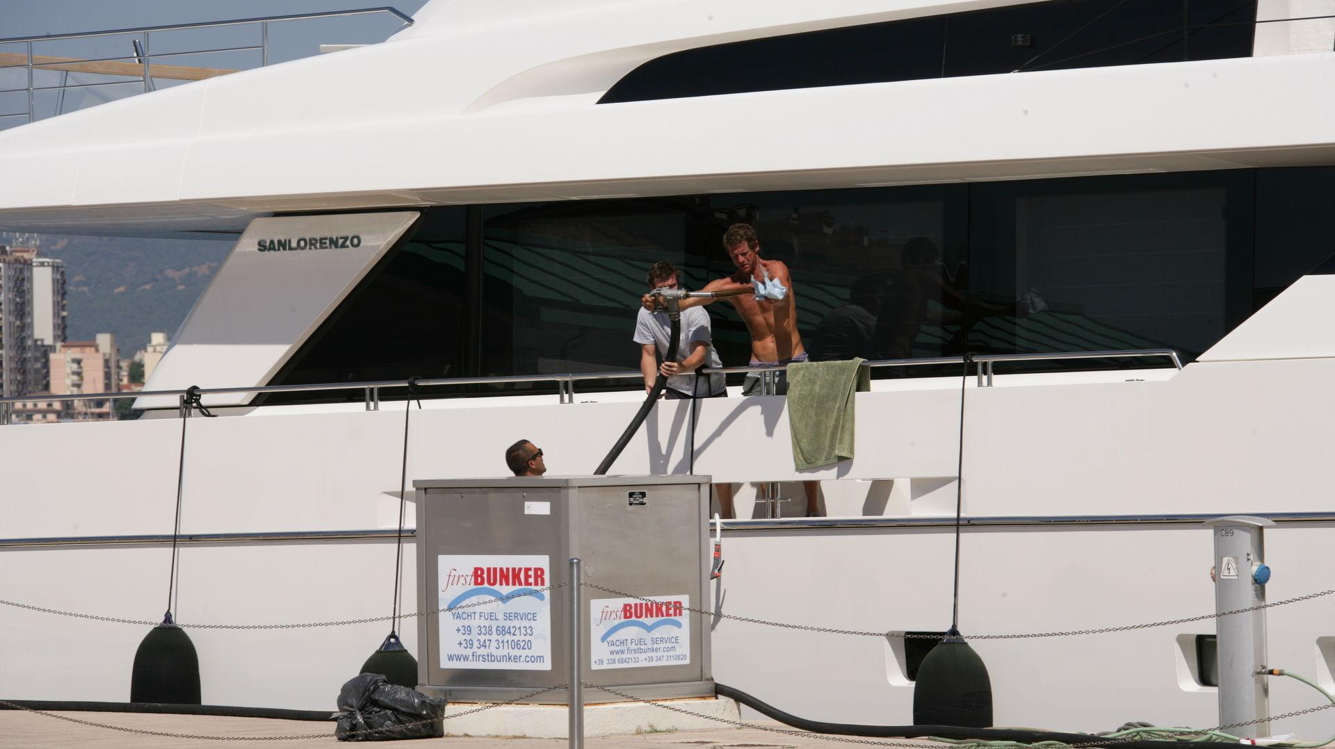 Marina di Olbia - Rifornimento di carburante xz9v8503