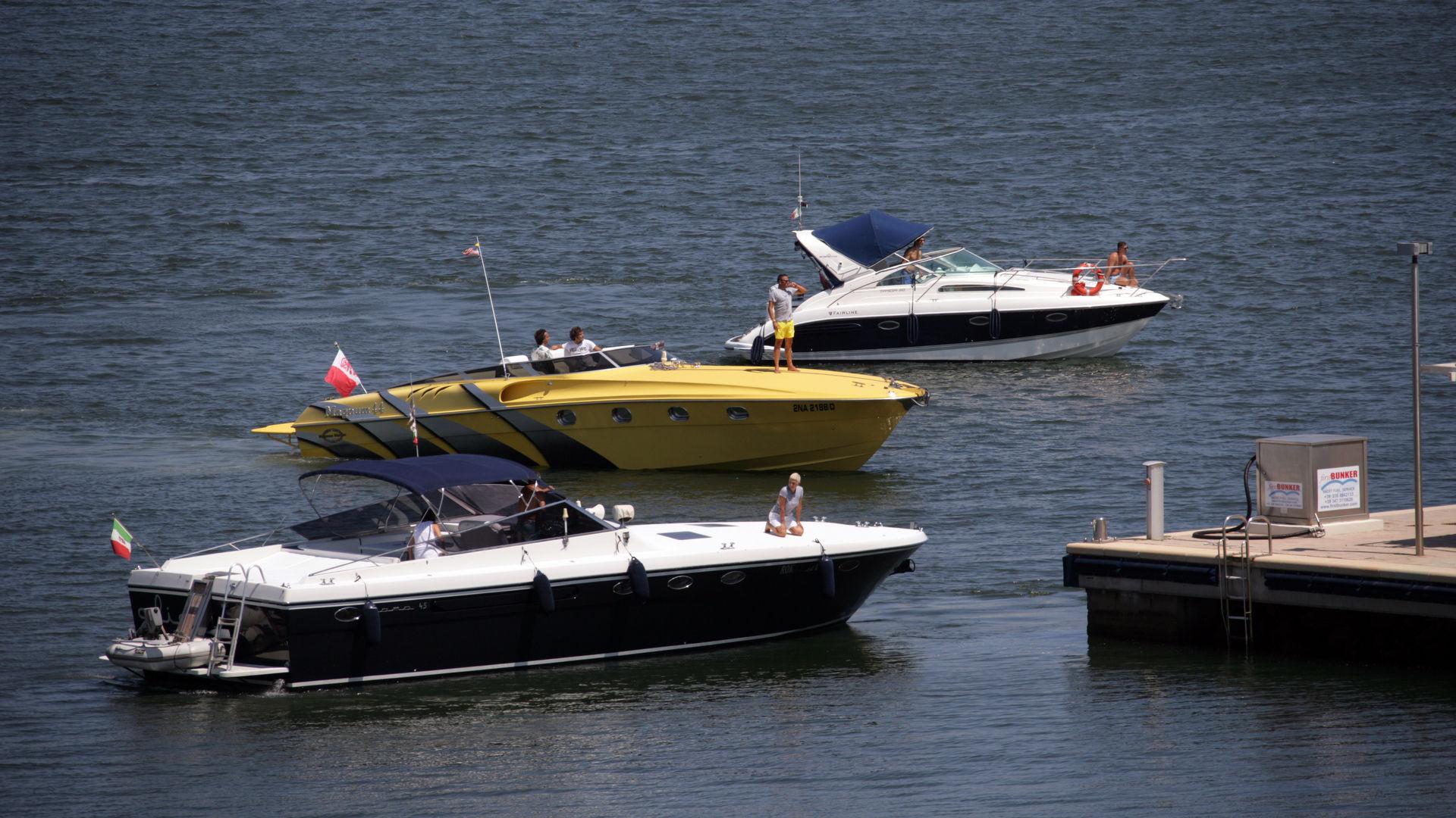 Marina di Olbia - Rifornimento di carburante xz9v8627