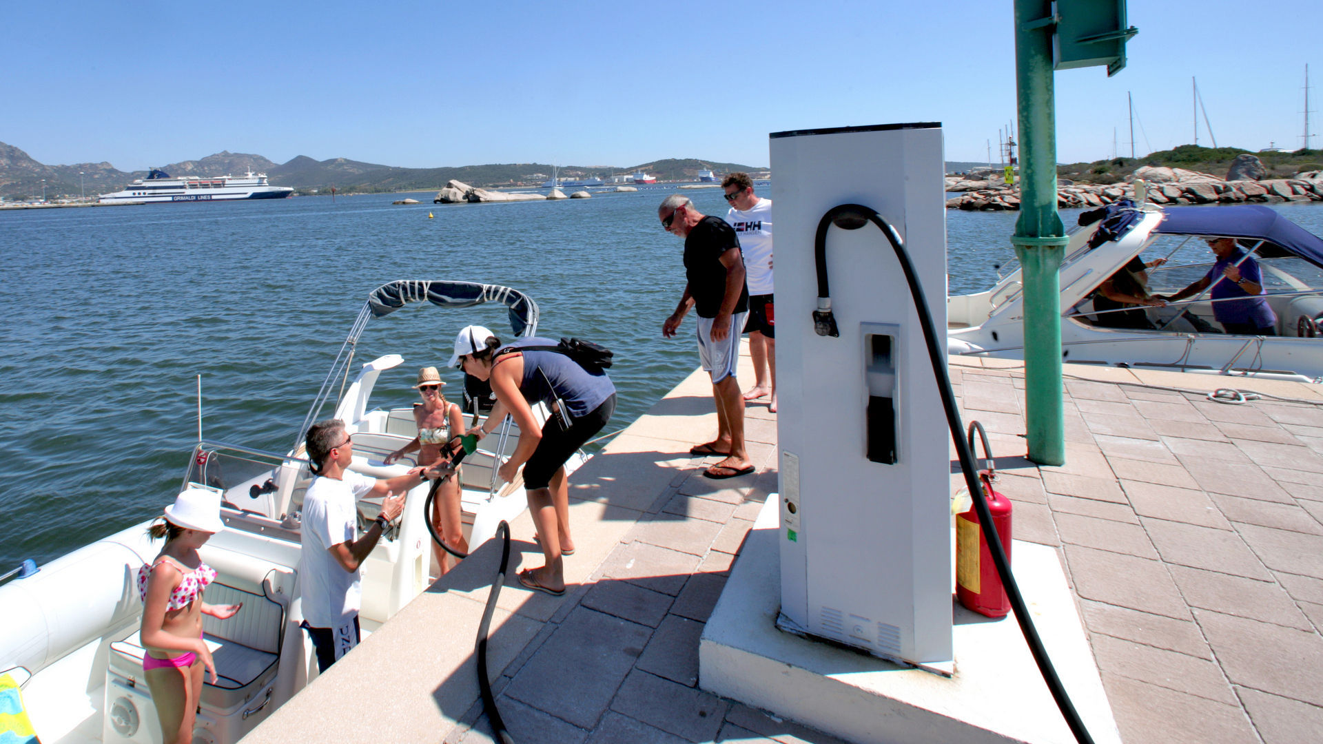 Marina di Olbia - Rifornimento di carburante vl1f8359